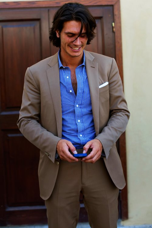 Effortless Chic: Man in Florence. Image courtesy of The Sartorialist blog.